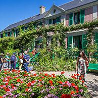 Tourists visiting the garden and house in summer of Impressionist painter Claude Monet in Giverny, Eure, Normandy, France