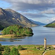 The Glenfinnan Monument on the shores of Loch Shiel, erected in 1815 to mark the place where Prince Charles Edward Stuart / Bonnie Prince Charlie raised his standard, at the beginning of the 1745 Jacobite Rising, Lochaber, Highlands, Scotland, UK